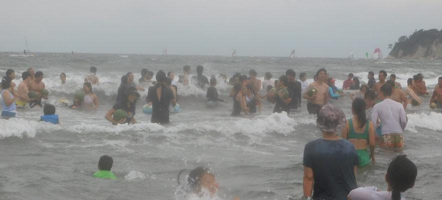 2017材木座海水浴場スイカ流し(10)大人の部スタート